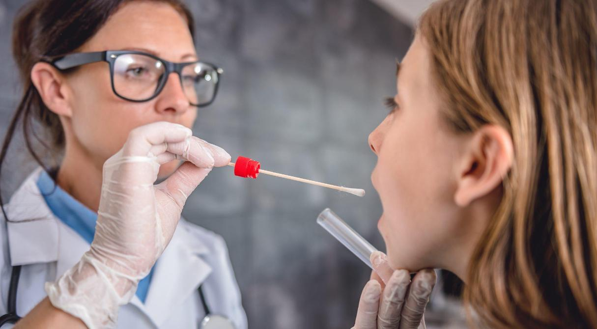 Что делать, если «скорая» не едет на вызов, а врач отказывается брать тест?