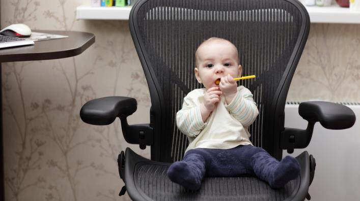 Мамы в декрете хотят работать, а государство против