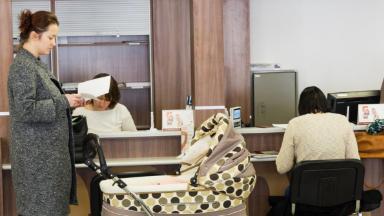 Никаких ЗАГС. В России изменится порядок регистрации смерти и рождения