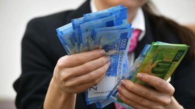 Дела наличные. Оборот бумажных денег резко сокращается?