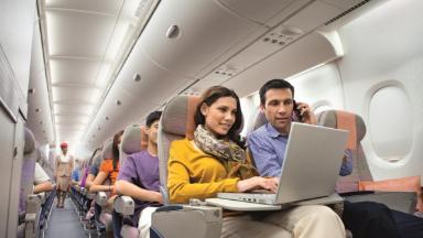 Авиакомпании раздают интернет. Сколько вы готовы заплатить за Wi-Fi в полёте?