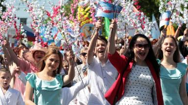 Как получить дополнительные выходные к майским праздникам и сколько это стоит