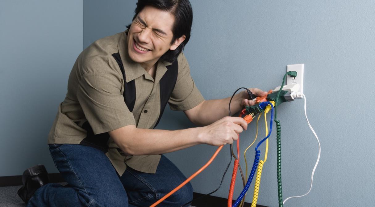 Показывай провода. Государство берёт контроль за электрикой квартир на себя