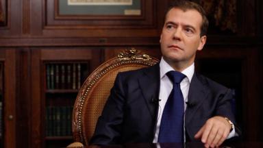 С первых дней жизни. Дмитрий Медведев предложил назначать пособие по-новому