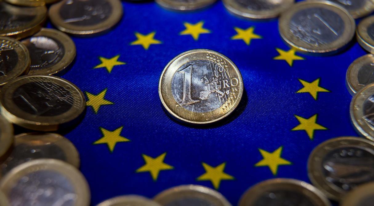 Выше и выше. Евро взлетел до 93 рублей