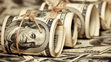 Отбить интерес к доллару и евро. В Госдуме обсуждают налог на все валютные вклады