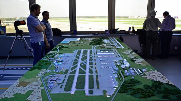 В аэропорту Шереметьево запустили третью полосу: почему 8 лет и 55,7 млрд рублей — не конец истории?