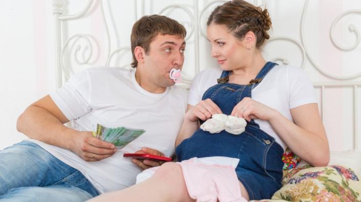 Декретные выплаты в 2020: кому полагается, как оформить, как рассчитать размер пособия по беременности