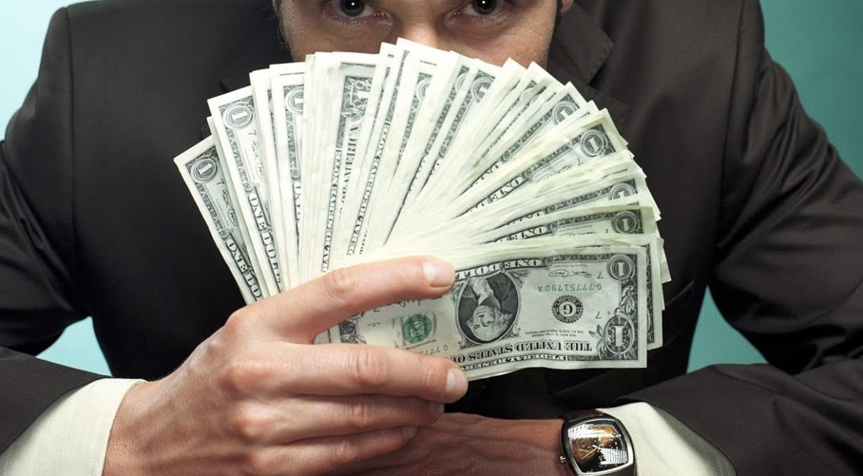 Закон суров, но не для всех? Банки мира «отмыли» два триллиона долларов