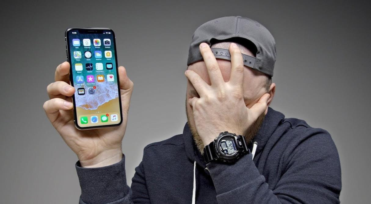 Скандалы, интриги, Apple. Владельцы старых и медленных iPhone жаждут компенсации 500 млн долларов