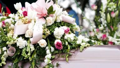Деньги на организацию похорон: полный перечень выплат