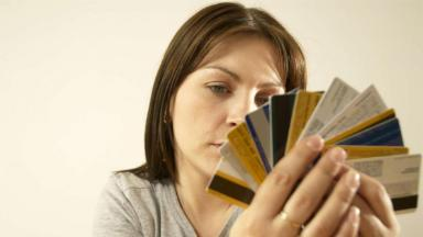 Скучные и невыгодные. Какие банковские продукты выбирают россияне вместо зарплатных карт?