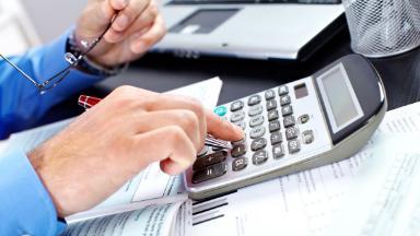 Как получить налоговый вычет, не имея работы, и чем он опасен