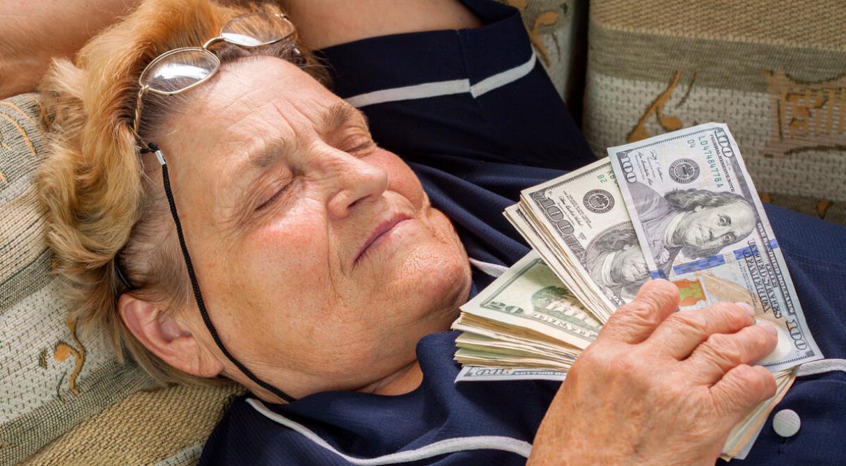 Пенсионеры забирают из НПФ миллиарды рублей. Когда рухнет пенсионная система?