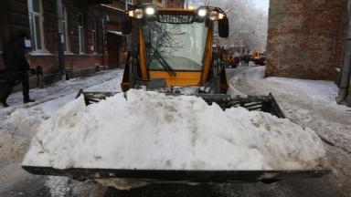 Коммунальщиков хотят «вписать» в ОСАГО. Кто в ответе за ущерб от снега и сосулек?
