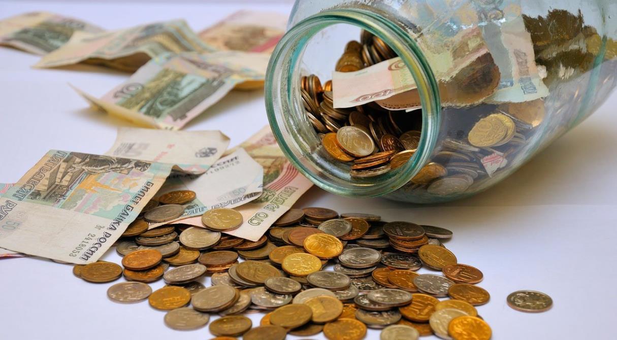 Полезные вклады. Банки выдают деньги на Новый год и спасают от налога