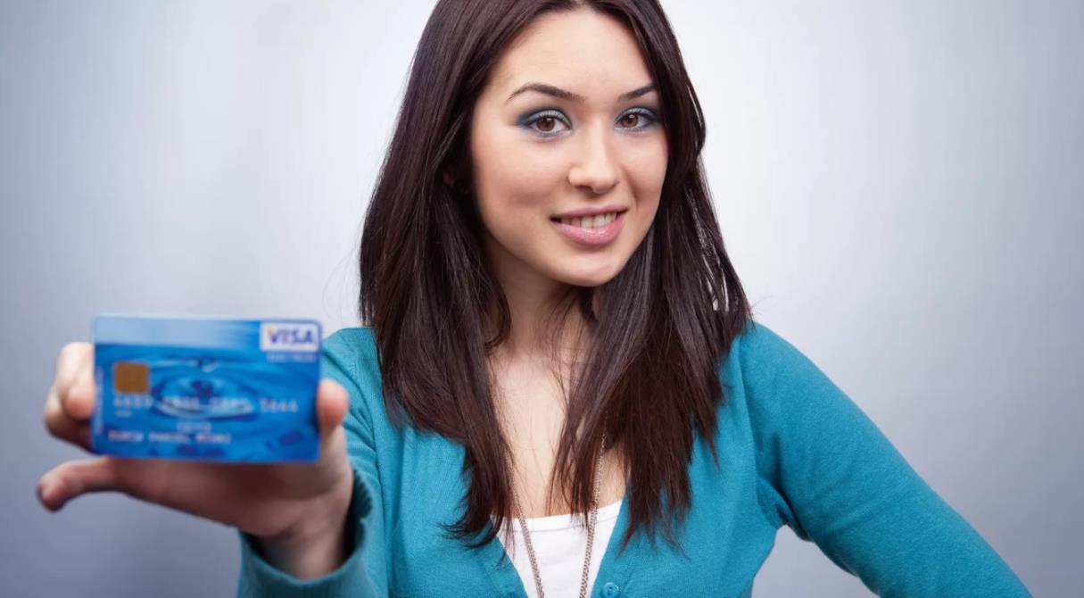 Ноль рублей за деньги банка. Как до четырёх месяцев не платить проценты по кредитке?