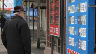 «Попутный ветер рубля». Мировые аналитики пророчат падение доллара