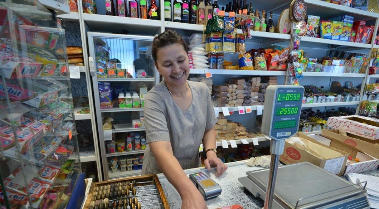 Вместо банковского отделения — магазин. С карты «Сбербанка» можно получать деньги и оплачивать квитанции прямо на кассе