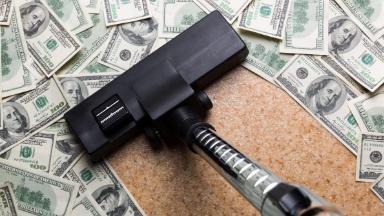 МИД требует отказаться от доллара: как это приведёт к обвалу рубля?