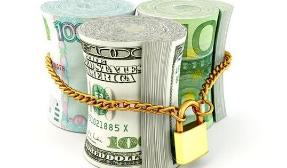 Стоит ли хранить сбережения в рублях?